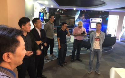 炫之风文化创意有限公司总经理邢海洲、副总经理何吉祥进行热情接待