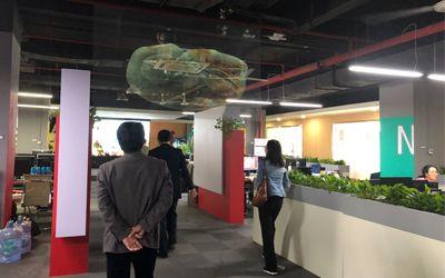 图中所示为炫之风研发的全息纱幕投影系统